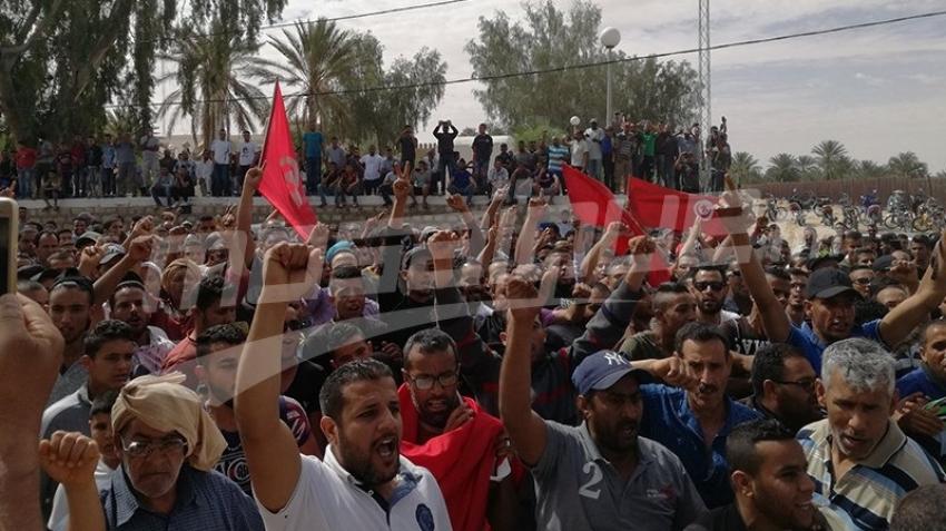 دوز: إضراب عام و تنظيم مسيرة بإتجاه الثكنة العسكرية
