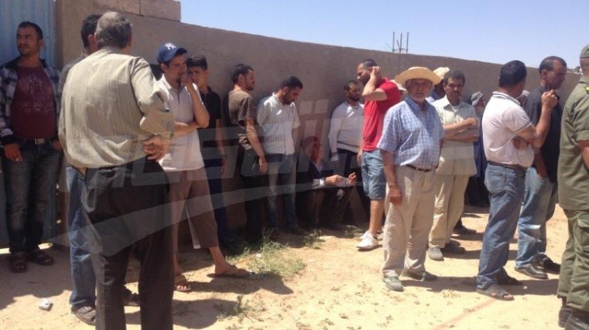 تطاوين: وزير الدفاع يعزي عائلة المرحوم أنور السكرافي