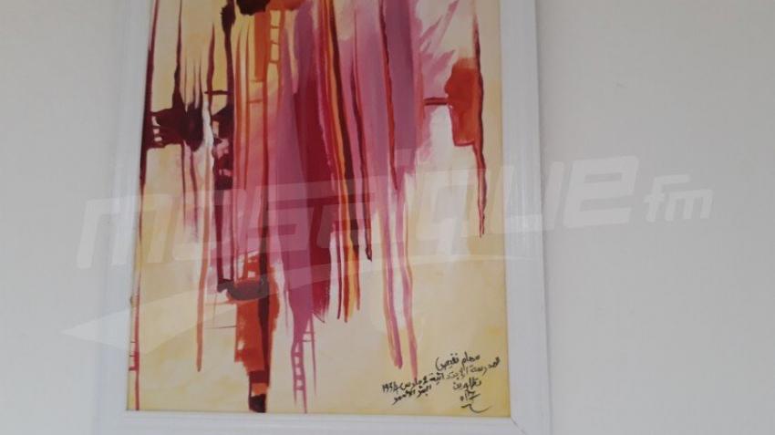 البئر الأحمر: أنامل البراعم تزيّن جدران مدرستهم