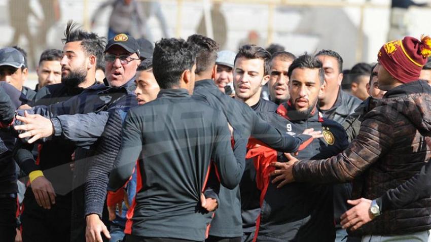 Des supporters de l'EST perturbent le déroulement de la 1e séance d'entrainement de Khaled Ben Yahia