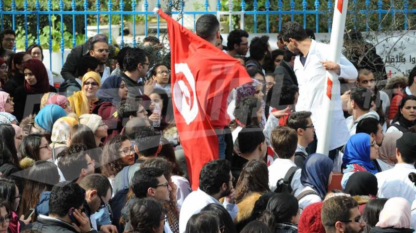 مسيرة إحتجاجية لطلبة الطب و الأطباء الشبان من الكلية إلى الوزارة
