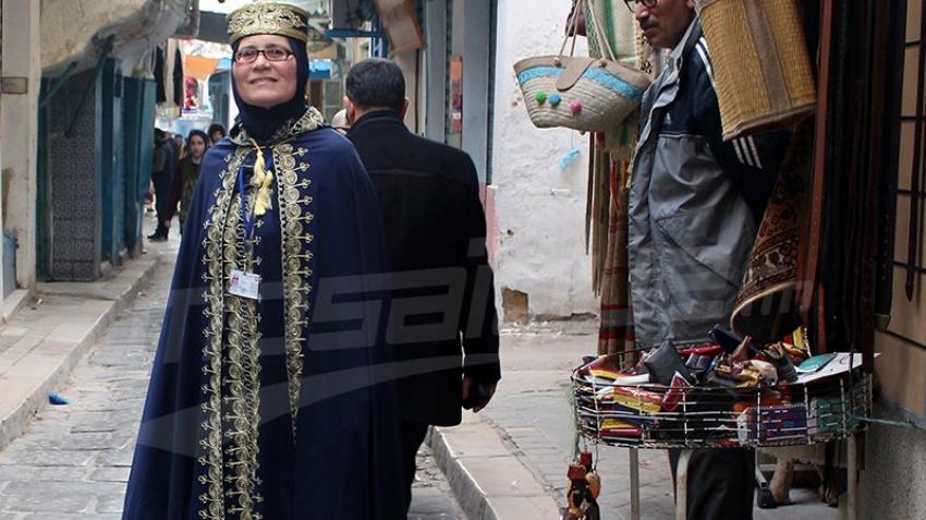التونسيون يحتفون باللباس التقليدي في عيده
