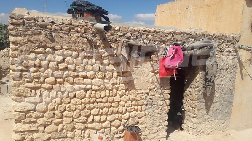 جبل سمامة: عائلة تتكون من 8 أفراد تقطن في كوخ مهدّد بالسّقوط