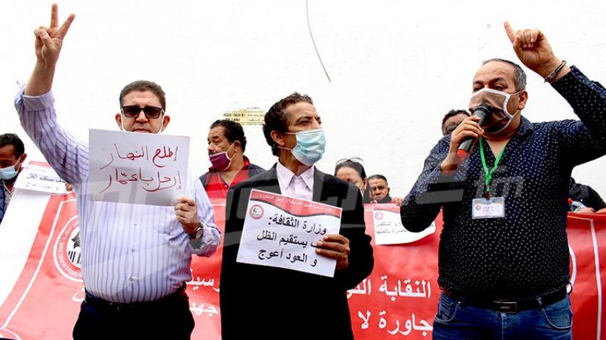 الفنانون يحتجّون أمام قصر الحكومة بالقصبة