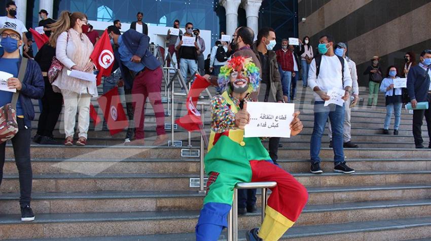 وقفة احتجاجية للفنانين والمثقفين أمام مدينة الثقافة