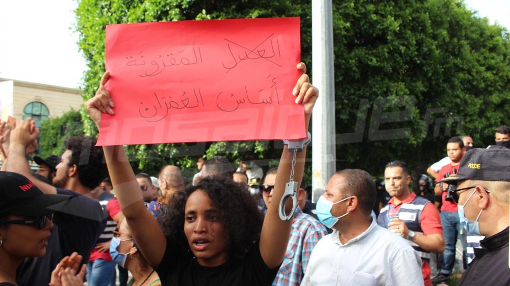 مسيرة في شارع بورقيبة تنديدا بأحداث سيدي حسين وبقمع الاحتجاجات