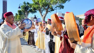 الدورة 39 للمهرجان الدولي للواحات بتوزر: عروض بشارع الحبيب بورقيبة