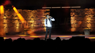جمال دبوز على مسرح قرطاج