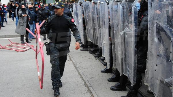 مواجهات بين الأمن ومحتجين في العاصمة