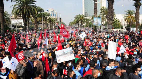 أنصار النهضة ينظمون مسيرة في شارع محمد الخامس