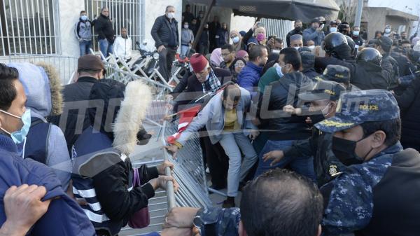 نواب من النهضة يحاولون دخول مقر اتحاد علماء المسلمين.. والأمن يتدّخل