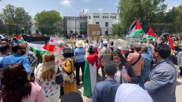مساندون لفلسطين أمام البرلمان