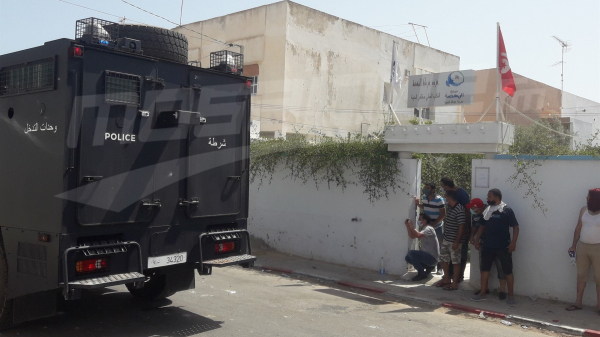 Sfax: Affrontements entre des manifestants et la police, un canon à eau incendié