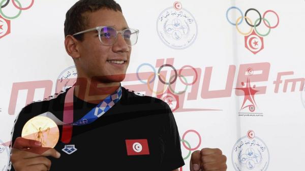 البطل الاولمبي أحمد أيوب الحفناوي يعود الى تونس محملاً بالذهب