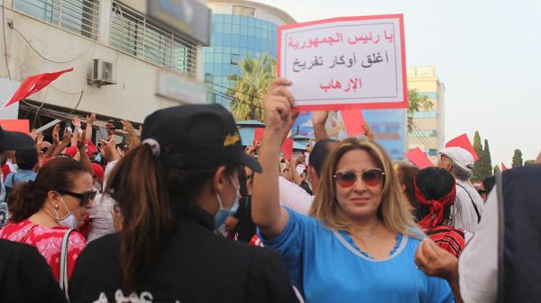 وقفة احتجاجية لأنصار الدستوري الحر للمطالبة بغلق مقر اتحاد العلماء