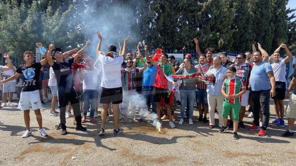 وقفة احتجاجية لجماهير الملعب التونسي و مستقبل القصرين أمام مقر جامعة كرة القدم