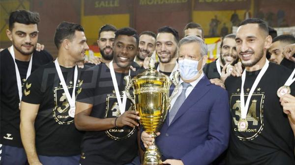 Cérémonie de remise du trophée du championnat de handball à l'EST