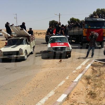 تطاوين:المئات يعتصمون في الصحراء لمنع الشاحنات البترولية من العبور