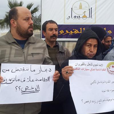 Kairouan: les propriétaires de taxis protestent devant le siège du gouvernorat