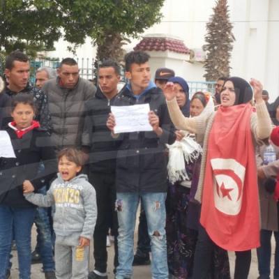 Mahres: des chômeurs protestent devant le siège de la délégation