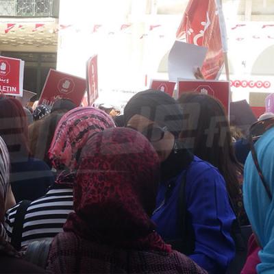 وقفة احتجاجية لعدد من الاولياء بصفاقس رفضا لحجب الاعداد والسنة الييضاء