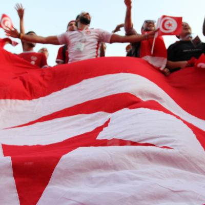Le drapeau Tunisien envahit les places russes