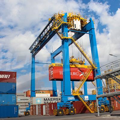 Chahed inspecte le nouveau système intelligent de gestion au port de Radès
