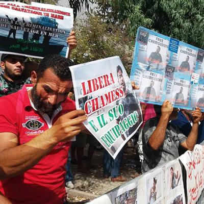 Les pêcheurs de Zarzis manifestent devant l'Ambassade d'Italie à Tunis