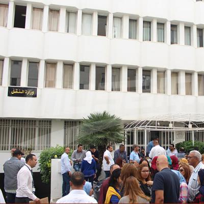وقفة احتجاجية لأعوان الشركة التونسية للملاحة أمام وزارة النقل