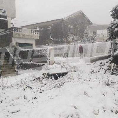 Importantes quantités de neige à Aïn Drahem