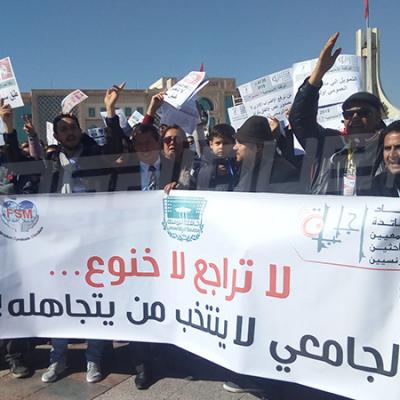 الأساتذة الجامعيون يحتجون في القصبة