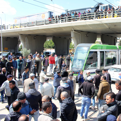 شلل مروري في  العاصمة بسبب احتجاج سواق التاكسي