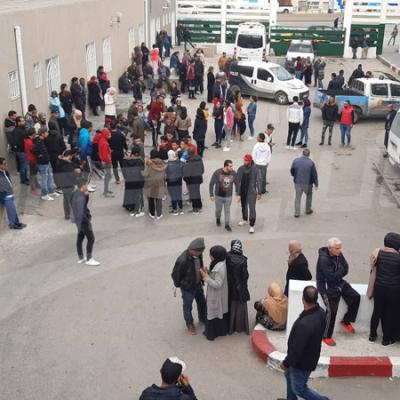 مستشفى شارل نيكول:عائلات ضحايا حادث إنقلاب الحافلة في الإنتظار