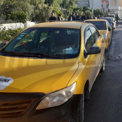 Les taxistes protestent devant l'ARP contre 'Taxi Scooter'