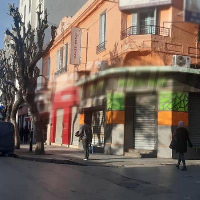 مقاهي ومطاعم العاصمة تستجيب للقرار الحكومي وتغلق أبوابها