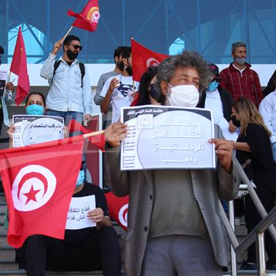 Des artistes et et intellectuels se rassemblent devant la cité de la culture de Tunis