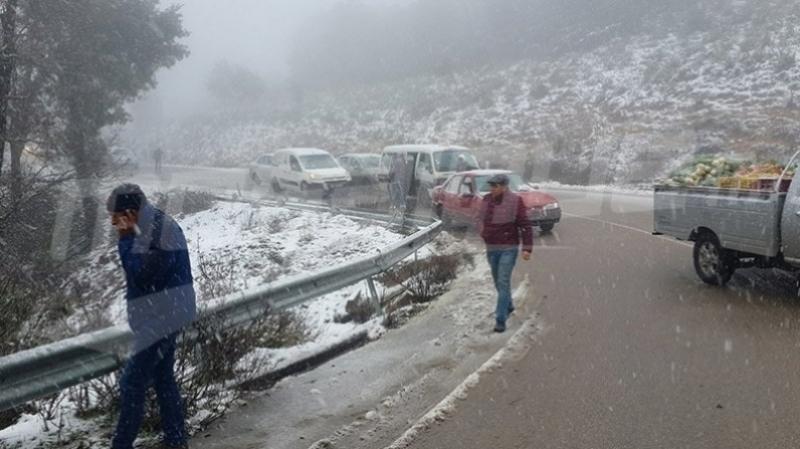116 véhicules et 2 bus bloqués à Ain Drahem, déplacés
