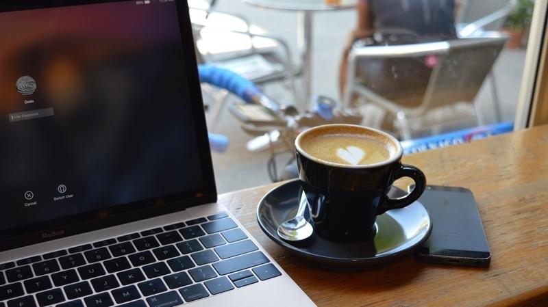 دراسة جديدة : العمل داخل المقهى أفضل من المكتب !