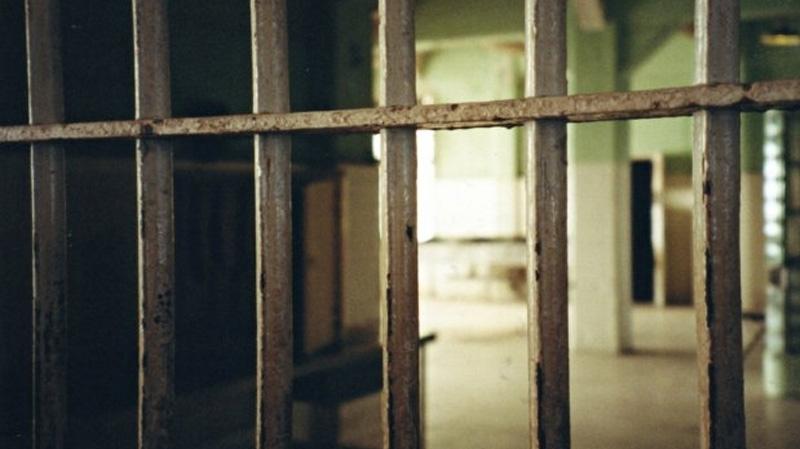 البحرين: مقتل شرطي وفرار سجناء في هجوم على سجن