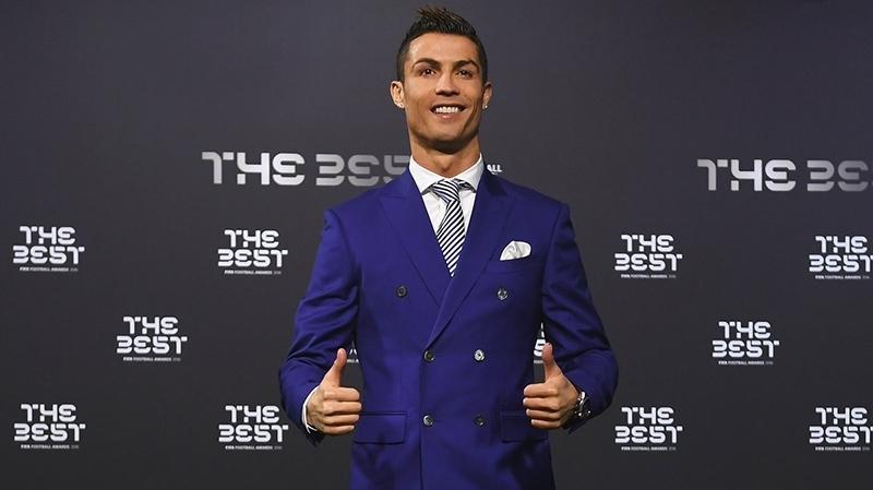 بعد الكرة الذهبية: رونالدو يفوز بجائزة الفيفا لأفضل لاعب في العام