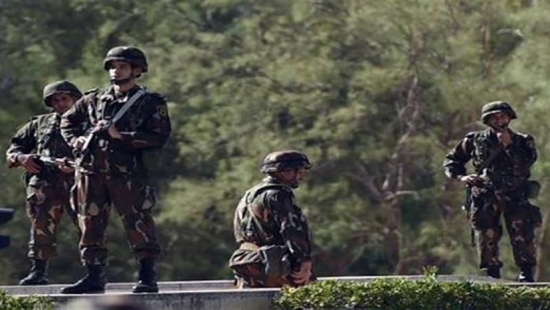 الجيش الجزائري يعتقل إرهابيين ويحجز 100 كغ من البارود ومواد متفجرة