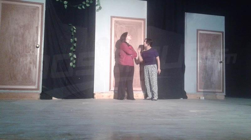 أيام قابس المسرحية: المنتج اكرام عزوز يترك المخرج كمال علاوي في ورطة