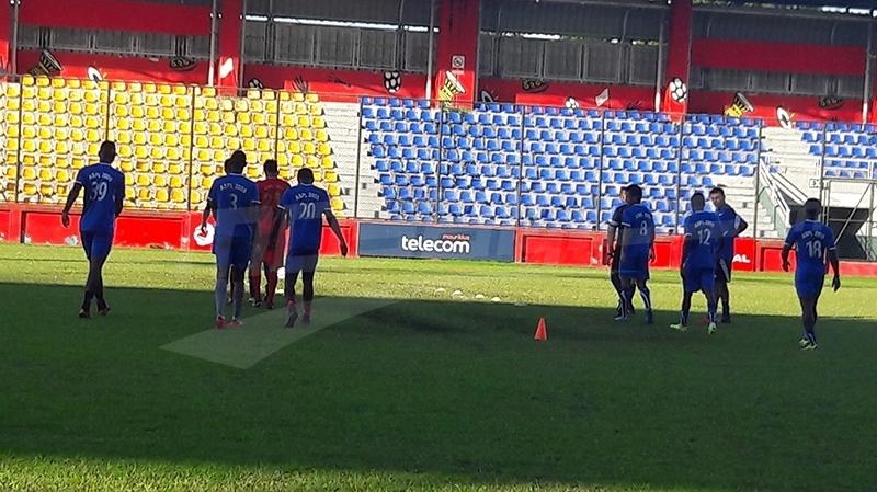 بور لويس يستعد للنادي الإفريقي بـ 12 لاعبا