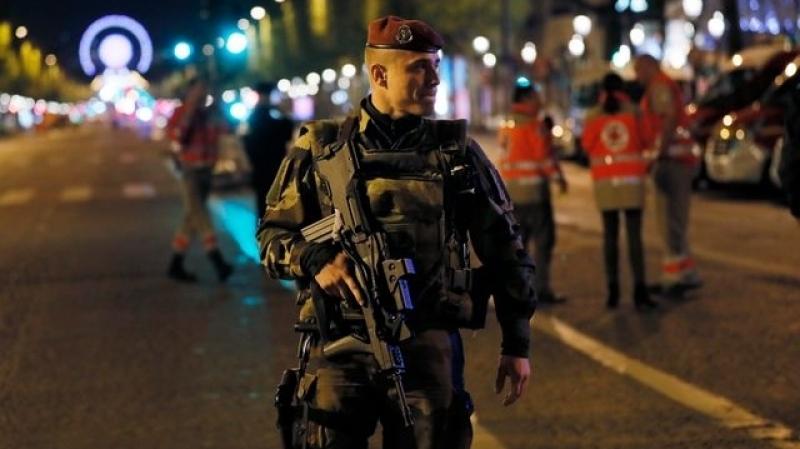 فرنسا: مهاجم الشانزيليزيه كان يخضع لتحقيق على صلة بالإرهاب
