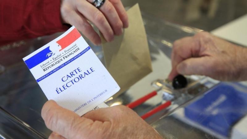 الفرنسيون يدلون بأصواتهم في الجولة الأولى من انتخابات الرئاسة