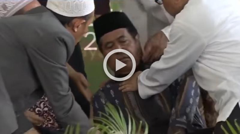 وافته المنية أثناء تلاوته القرآن (فيديو)