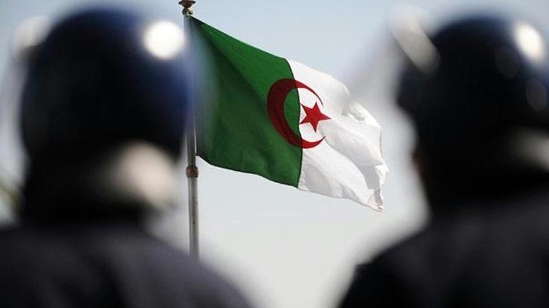 الأمن الجزائري يجهض اعتداءات إرهابية