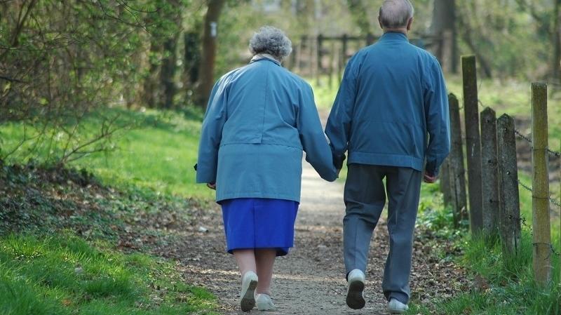 دراسة: الإفراط في تناول الأدوية يبطئ الحركة لدى كبار السن