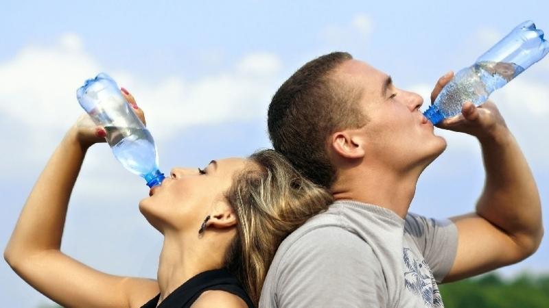 التونسي يحتل المرتبة الـ 12 عالميا في استهلاك المياه المعدنية
