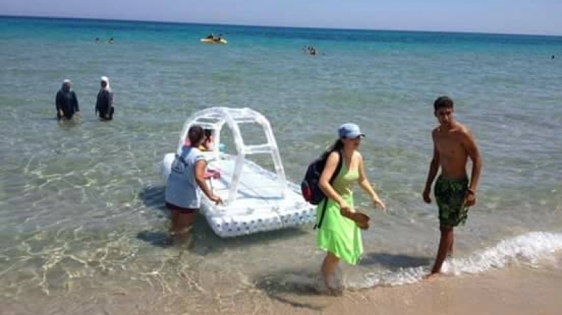 قوارب بلاستيكية